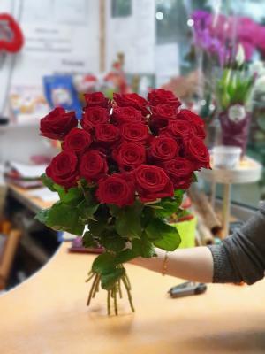 Роза Урал- Ред Наоми - 21 роза