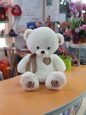 Белый медведь с бантом